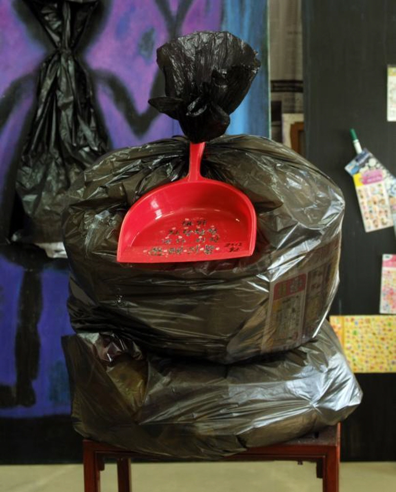 Joo Jae-hwan_What I Am Proud of Is Only the Garbage I Have Thrown Away_dustpan, plastic garbage bag_2012