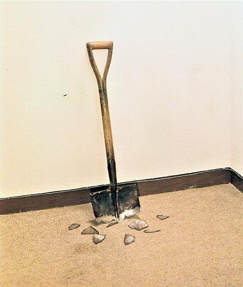 Shovel (1973), Installation, 89.0 × 26.0 cm