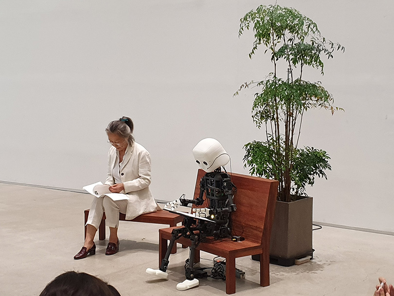 Scene of the new performance piece 〈Time and Space 2019〉.