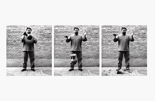 Ai Weiwei, 〈Dropping a Han Dynasty Urn〉, 1995.(printed 2017) ⒸAi Weiwei Studio