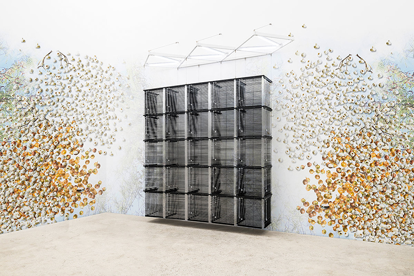 Haegue Yang, 〈Sol LeWitt Upside Down onto Wall – Cubic-Modular Wall Structure, Black, Expanded 11 Times〉, 2018. Aluminum venetian blinds, powder-coated aluminum hanging structure, steel wire rope, LED tubes, cable, 305 x 304 x 104 cm. ©the artist ©Kukje gallery