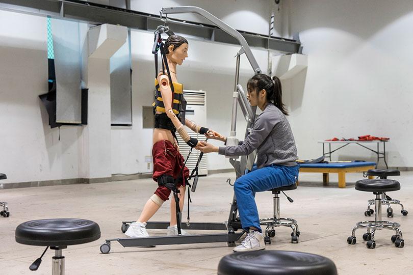 Geumhyung Jeong, performance view, 〈Rehab Training〉, 2015. PhotoⒸMingu Jeong