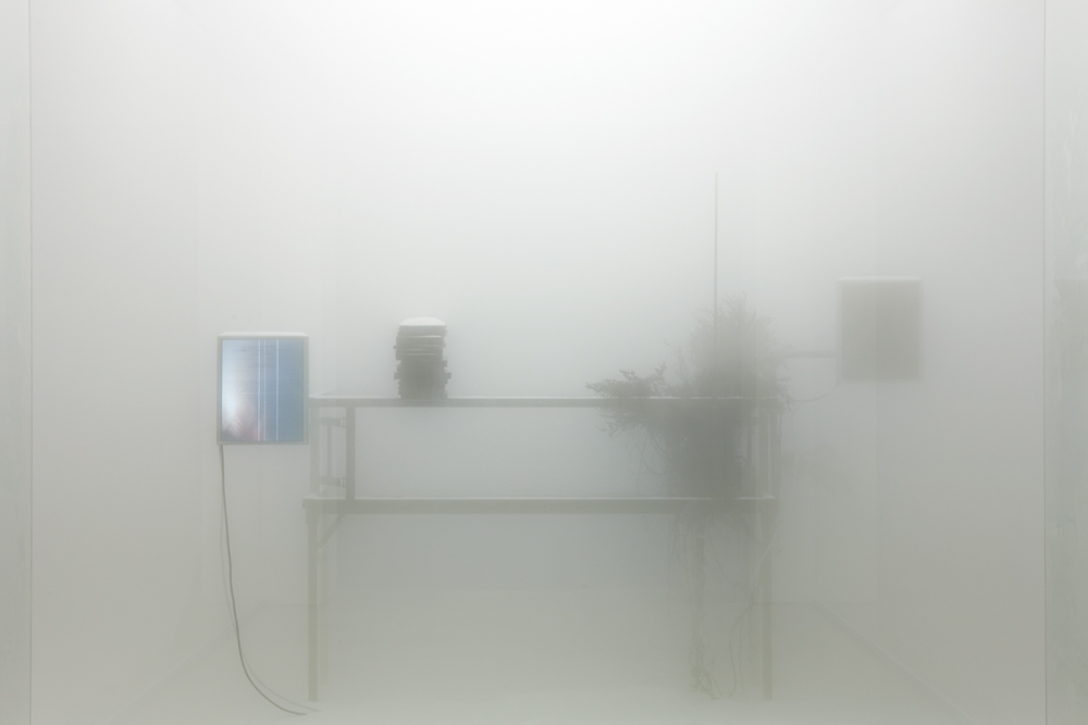 이기봉_ Hole of Solaris_steel, glass, styloform, white sand, monitor, natural branch, artificial fog, paper_ dimensions variable_ 2012