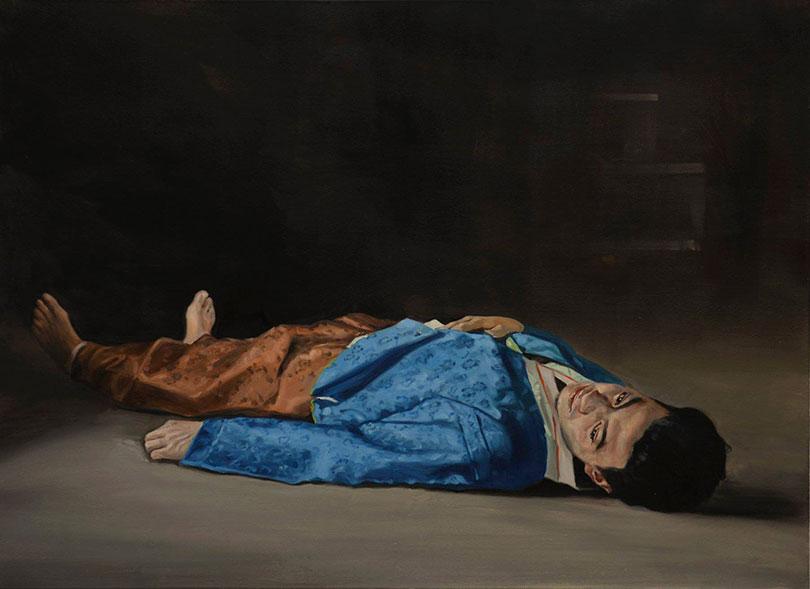 헬레나 파라다 김, 〈The dead man in blue〉, 2015. Oil on linen, 80 x 110 cm. ⓒthe artist and CHOI&LAGER Gallery Cologne/Seoul