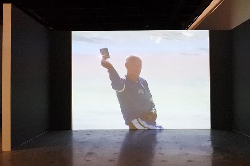 하비에르 테레즈, 〈허공 위를 날다〉, 2005. 싱글채널 비디오 투사, 컬러, 사운드, 11분 30초, ⓒ장서윤