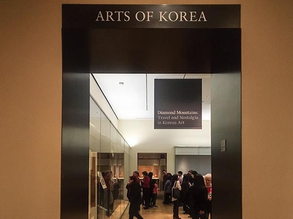 《금강산: 한국미술 속의 기행과 향수》 전시가 열린 MET 한국실 입구