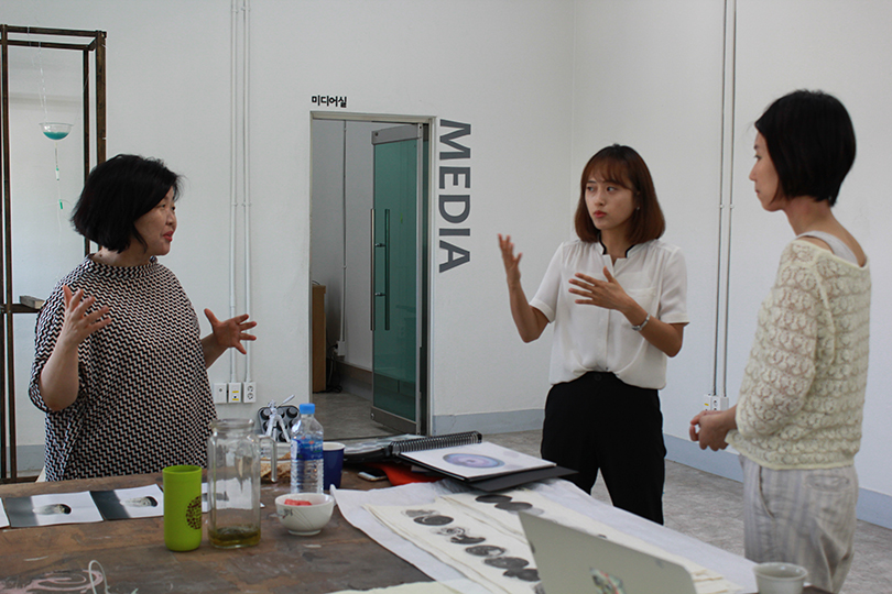 아키코 나카야마 작가를 위한 이론가 멘토링, 2018. ⓒ테미예술창작센터