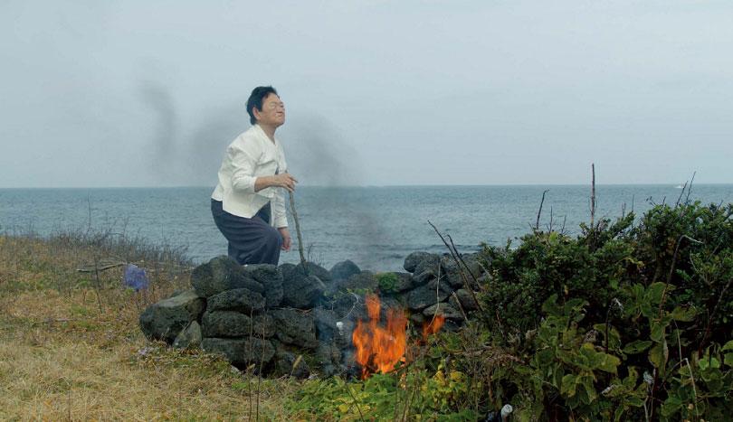 제인 진 카이젠, 〈이별의 공동체〉, 2019. 2채널 영상설치.
