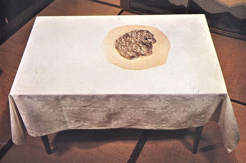 김구림, 걸레(Duster), 1974. Silk screen on Table cloth, ed.3, 120.0×74.0×70.0cm. 도쿄 국제 판화 비엔날레 출품작.