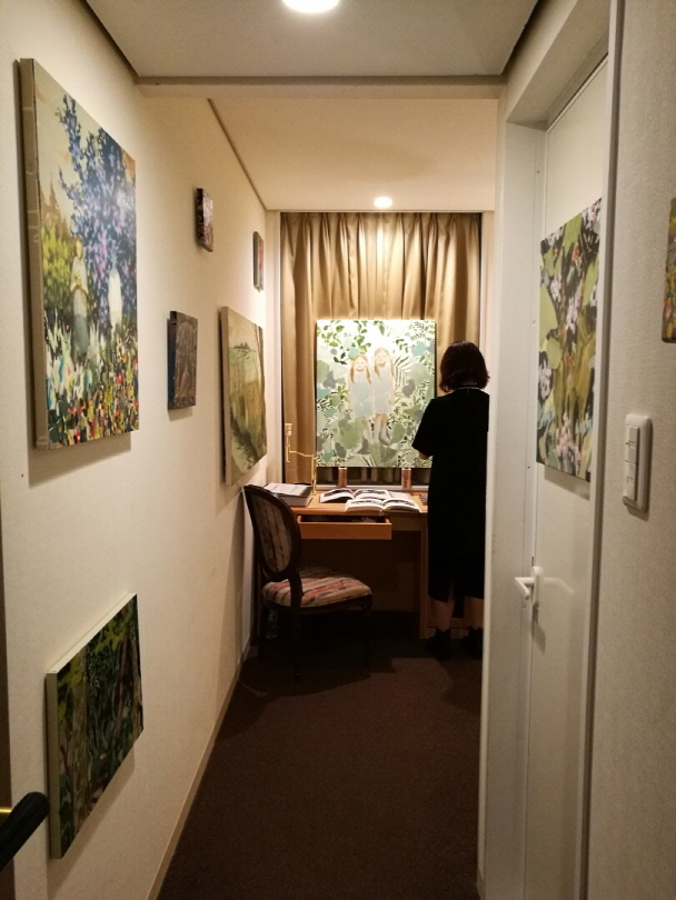 Room for Mori Yu Gallery.
